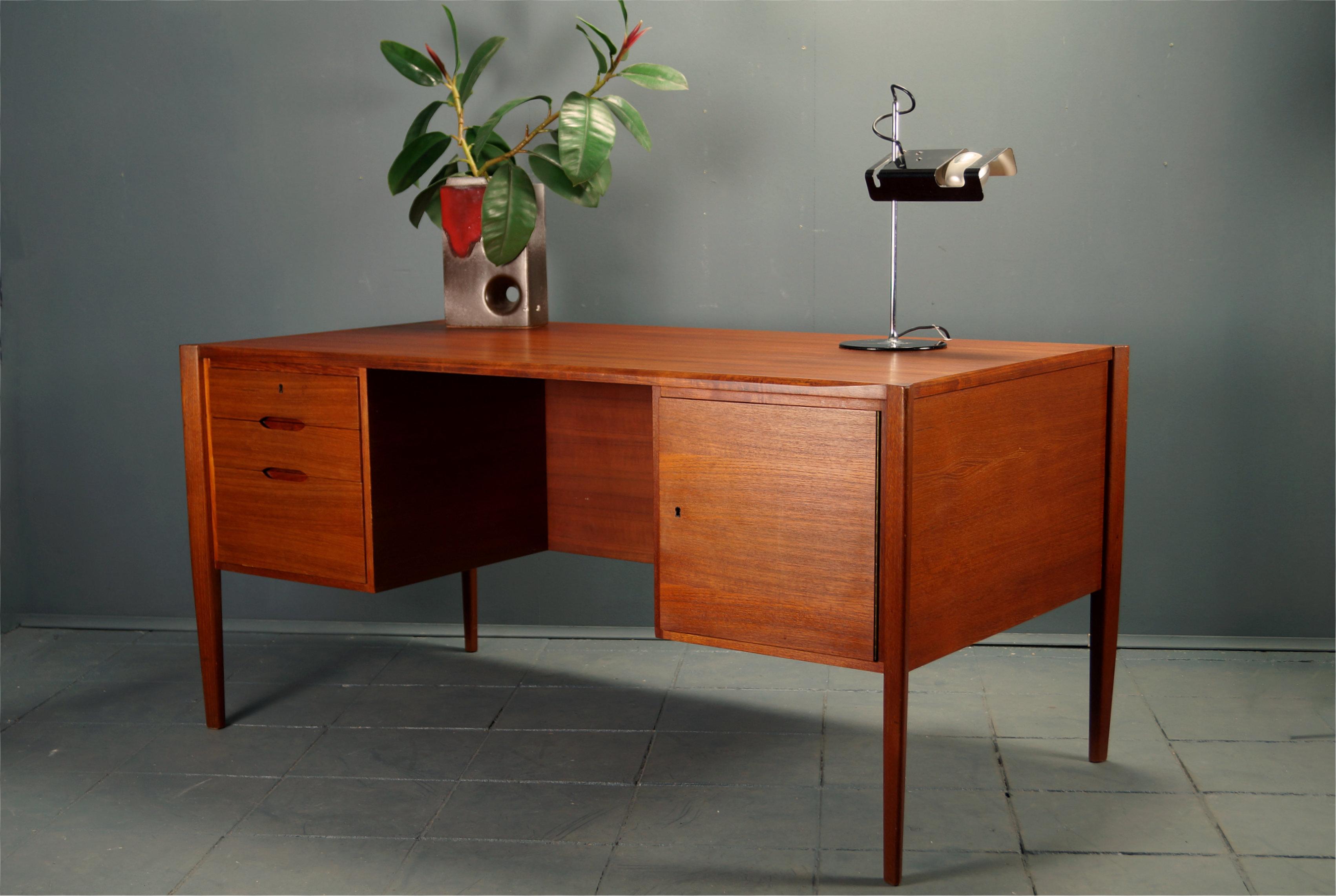 flex mid century vintage design n rnberg mid century teak schreibtisch von wilhelm renz. Black Bedroom Furniture Sets. Home Design Ideas