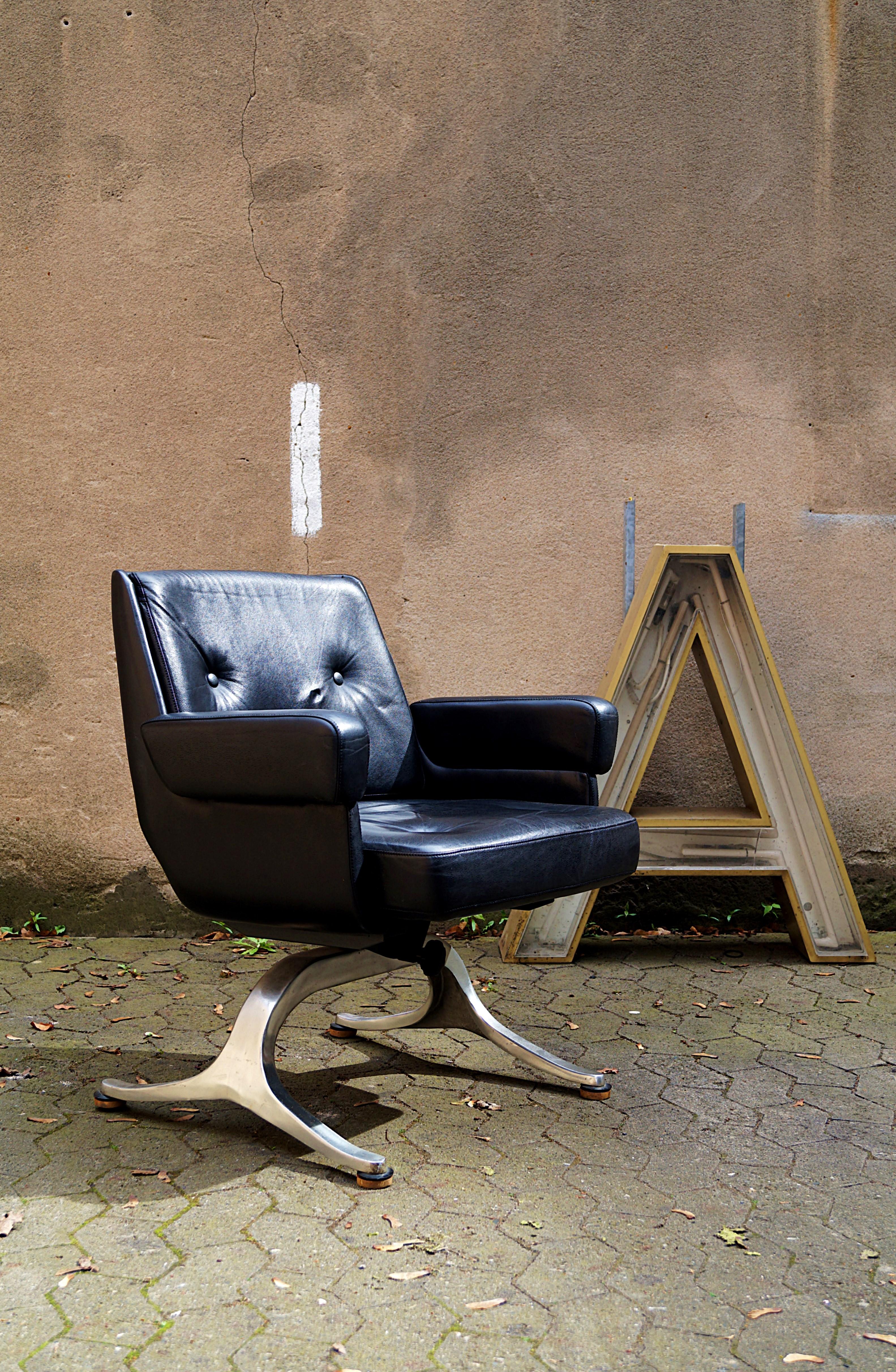 wundersch ne lounge sessel leder bild erindzain. Black Bedroom Furniture Sets. Home Design Ideas