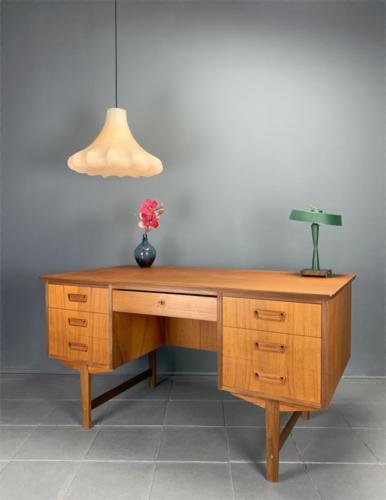 Teak-Schreibtisch