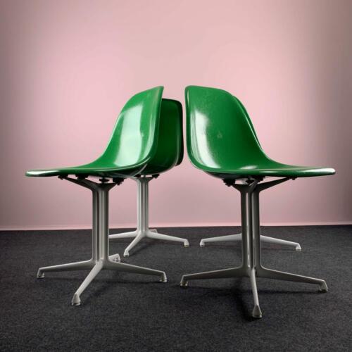 Grüne Eames Sidechairs